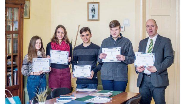 A Baczkamadarasi Kis Gergely Református Kollégium csapata a bibliaismereti vetélkedőn